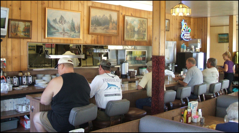 Photo Inside Country Kitchen You Ll Find Pure Eastern Sierra Americana Decour My Friendly But Camera Shy Waitress Marilyn Apperars In The Extreme